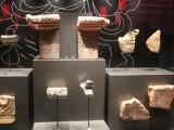 """Một số hiện vật trưng bày tại tầng hầm Nhà Quốc hội """"Những khám phá khảo cổ học dưới lòng đất Nhà Quốc hội""""(15)"""