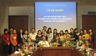 Lễ Bế giảng lớp bồi dưỡng kiến thức phương pháp nghiên cứu liên ngành