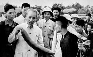 Nét đặc sắc trong tư tưởng của Hồ Chí Minh về dân chủ
