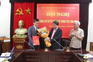 Trao Quyết định bổ nhiệm lại Viện trưởng Viện Nghiên cứu Hán Nôm