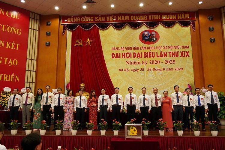 Ban chấp hành Đảng bộ Viện Hàn lâm Khoa học xã hội Việt Nam lần thứ XIX, nhiệm kỳ 2020-2025 ra mắt Đại hội