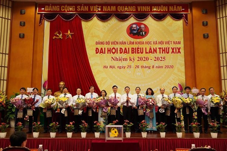 Tri ân Ban chấp hành Đảng bộ Viện Hàn lâm Khoa học xã hội Việt Nam lần thứ XVIII, nhiệm kỳ 2015-2020