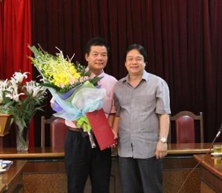 Trao Quyết định bổ nhiệm Tổng biên tập Tạp chí Hán Nôm