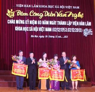 Công diễn văn nghệ chào mừng 60 năm thành lập Viện Hàn lâm Khoa học xã hội Việt Nam (2/12/1953 -2/12/ 2013)