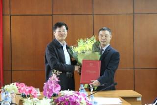 Trao quyết định bổ nhiệm Tổng biên tập Tạp chí Nghiên cứu Trung Quốc cho TS. Hoàng Thế Anh