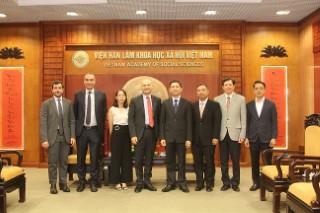 Chủ tịch Viện Hàn lâm Khoa học xã hội Việt Nam tiếp Đại sứ Italia tại Việt Nam
