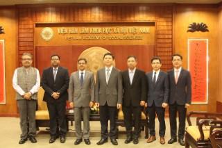 Chủ tịch Viện Hàn lâm Khoa học xã hội Việt Nam chào xã giao Đại sứ Ấn độ tại Việt Nam