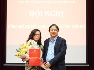 Trao Quyết định bổ nhiệm bà Đặng Thị Phượng giữ chức Tổng biên tập Tạp chí Từ điển học và Bách khoa thư