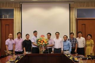 Đại diện lãnh đạo Báo nhân dân chúc mừng Viện Hàn lâm KHXH Việt Nam nhân kỷ niệm Ngày Khoa học và Công nghệ Việt Nam