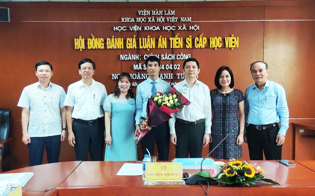 """Bảo vệ thành công luận án tiến sĩ Chính sách công """"Thực hiện chính sách giáo dục đối với dân tộc thiểu số ở tỉnh Ninh Thuận"""""""