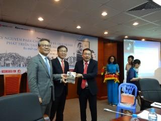 """Tọa đàm """"Kỷ nguyên Park Chung Hee và quá trình phát triển thần kỳ của Hàn Quốc"""" và ra mắt cuốn sách cùng tên"""