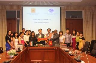 Trung tâm nghiên cứu Văn hóa quốc tế trao tặng sách cho Viện Nghiên cứu Ấn Độ và Tây Nam Á